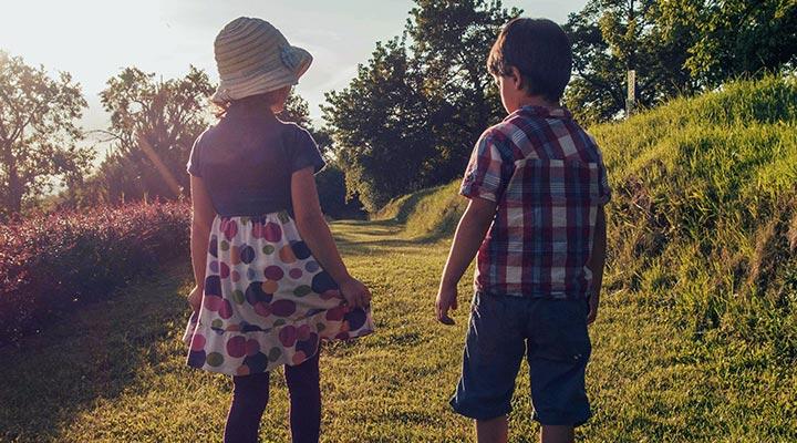 Kindergrößen von 0 bis 16 Jahre – Mit der richtigen Kleidergröße und der passenden Kleidung kann der Sommer kommen.