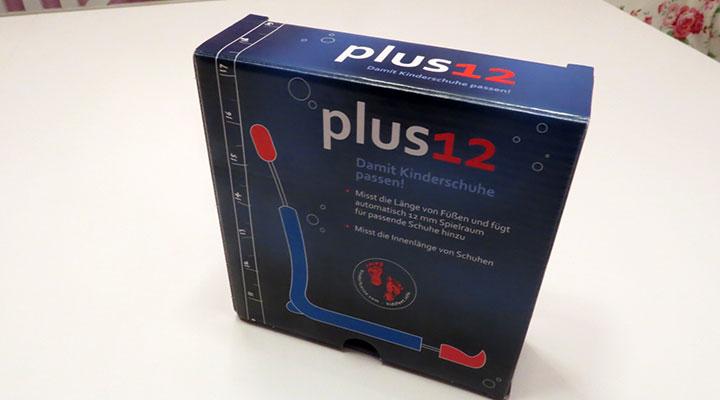 Das plus12 wird in einer kleinen, quadratischen Verpackung geliefert, auf der auch alle wichtigen Informationen über das plus12 zusammengefasst sind.